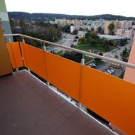 Oceľové balkónové zábradlie, plastová výplň