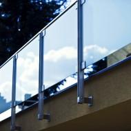 Nerezové balkónové zábradlie so sklom
