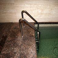 Nerezové schody do bazéna