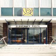 Nápis na nerezovom plechu, logo pošty