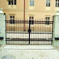 Kovaná brána a oplotenie